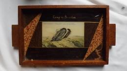 Très Ancien  PLATEAU  Avec'une Carte Postale Du Camp De Beverloo Sous Verre - Le Char De Combat. - Verre & Cristal