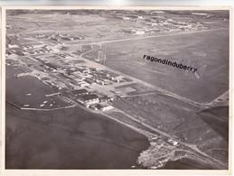 PHOTO - 13 - MARIGNANE -VUE AERIENNE De La BASE En 1950  HANGARS, AVIONS Grande Photo De 22,5 Sur 16, Cm  - RARE - - Aviation