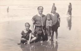 VINTAGE RARES MAILLOTS SWIMSUITS TRAJES DE BAÑO GRUPO FAMILIAR GROUP PLAYA BEACH PLAGE, VOYAGEE 1920- BLEUP - Fotografie