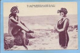 Les-Saintes-Maries-de-la-Mer (13) N°18 Baigneuses Prenant Leur Bain à La Mer 2 Scans - Saintes Maries De La Mer