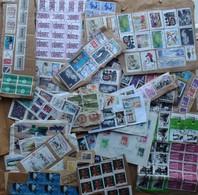 Lot De Timbres (souvent En Blocs) Collés Sur Lettres Et Colis (voir Les 42 Scans) BE - Timbres
