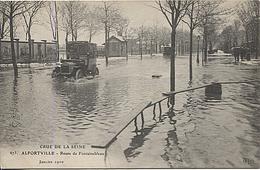 X120408 VAL DE MARNE ALFORTVILLE INONDATIONS JANVIER 1910 ROUTE DE FONTAINEBLEAU  CRUE CATASTROPHE NATURELLE RENAULT ? - Alfortville