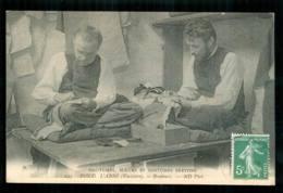PONT L'ABBE  Brodeurs De Costumes Bretons  Moeurs Et Coutumes Carte N° 243 édition Neurdein Pont-l'Abbé FRCR00005 P - Pont L'Abbe