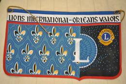 Rare Fanion Lion's Club  Orléans Valois - Organisations