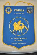 Rare Fanion Lion's Club  Tours Sur Les Pas De St Martin - Organisations