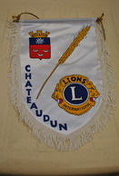 Rare Fanion Lion's Club Chateaudun - Organizations
