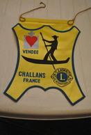 Rare Fanion Lion's Club Challans Vendée - Organisations