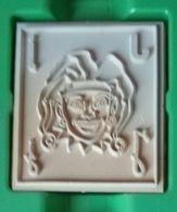 Tampon Bois, Joker, Lettre Alphabet J - Jack -  Format 4,5 Cm X 5 (épaisseur 1,7 Cm) - Personnage, Tête, Chapeau - Loisirs Créatifs