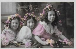 Carte Postale. Bonne Année. Enfants. Filles. Fleurs. - New Year