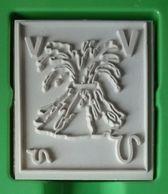 Tampon Bois, Volcan En éruption, Lettre Alphabet V -  Format 4,5 Cm X 5 (épaisseur Bois 1,5 Cm) - Loisirs Créatifs