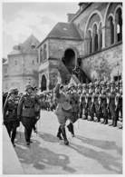 Adolf Hitler Der Führer Vor Der Goslarer Kaiserpfalz... - Zigaretten