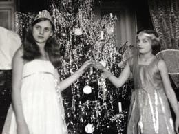 WEIHNACHTEN DAZUMAL - ENGEL UND ELFE UND PUPPE - 1934 - Identifizierten Personen