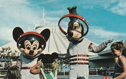 """""""Welcome To The Future"""" Mickey And Goofy Don Their Space Suits For A Journey Into Tomorrowland - Disneyworld"""