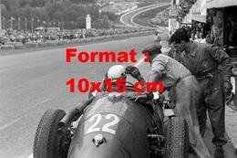 Reproduction D'une Photographie Ancienne De Mécaniciens Avec Une Maserati 250F Au Grand Prix De Belgique En 1955 - Reproductions