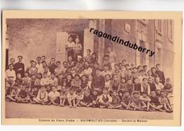 CPA - 85 - NOIRMOUTIER - Colonie Du VIEUX CRABE (SCOUTISME, PATRONAGE) Groupe D'enfants Avec Abbés Dev La Maison - Noirmoutier