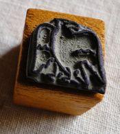 Ancien Tampon Scolaire, Oiseau, Aigle - Petit Cube Bois - Bird, Eagle - French Antique Rubber Stamp, School - Loisirs Créatifs
