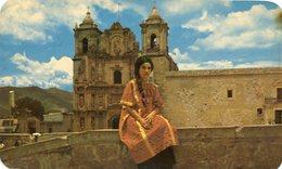 TRAJE MIXTECO EN PLAZA DE LA DANZA / MIXTECAN DRESS AT THE PLAZA OF THE DANCE MEXICO POSTAL CARD COLOR - LILHU - Mexico