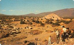 TEOTIHUACAN PIRAMIDE DE LA LUNA AL FONDO / PYRAMID TO THE MOON IN THE BACKGROUND MEXICO POSTAL CARD COLOR - LILHU - Mexico