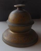 Cloche Indienne En Laiton Ciselé Et Teinté - 13 Dents - Jolie Sonnerie  (dans Son Jus) Petite Cloche à éléphant - Bells