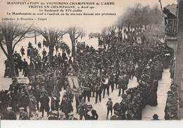 1911 - MANIFESTATION DES VIGNERONS AUBOIS A TROYES - BLD DU 14 JUILLET, LA MANIFESTATION SE REND A L'ENDROIT OU LES DISC - Manifestazioni