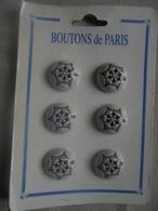 Vintage - Petit Lot De 6 Boutons Gris Sous Blister Années 60 - Boutons