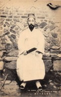 Corée - Korea  / 42 - The Korean Noble With Long Hair Dressed In White - Corea Del Sud