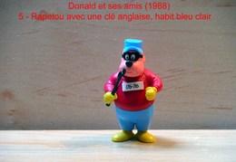 """Kinder 1988 : TRES RARE : Rapetou Avec Clé Anglaise Habits Bleu Clair Et Rouge """"Donald & Ses Amis"""" - Dessins Animés"""