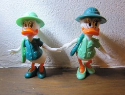 """Kinder 1989 : 2 Variantes : Daisy Avec Gourde Et Tenue Vert Foncé & Tenue Vert Clair """"Donald Explorateur"""" - Cartoons"""