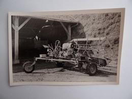Photo Originale D'une MACHINE AGRICOLE Faucheuse/Lieuse Dans La Région De NANGIS 77 Agriculture Paysan Céréalier Ferme - Métiers