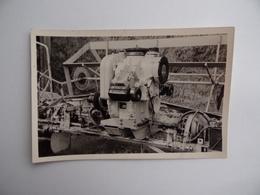Photo Originale De Détail MOTEUR D'une MACHINE AGRICOLE Faucheuse Région De NANGIS Agriculture Paysan Céréalier Ferme - Berufe