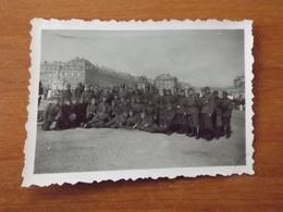 WW2 GUERRE 39 45 VERSAILLES  CHATEAU  GROUPE SOLDATS ALLEMANDS DEVANT L ENTREE - Versailles