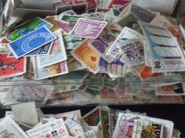 Beau Vrac De Timbres Decoler Sans Papier Environs 3500 Timbres A 80% Europe - Stamps