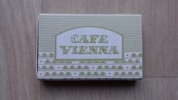 """Zündholzschachtel Mit Werbung Für Ein Café (""""Cafe Vienna"""") In Hongkong - Zündholzschachteln"""