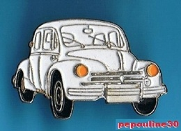 1 PIN'S //  ** RENAULT 4 CV / 4 CYLINDRES EN LIGNE / 8 SOUPAPES / SURNOMMÈE LA 4 PATTES ** - Renault