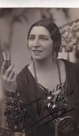 LOLA MEMBRIVES, ACTRESS AUTOGRAPHE. YEAR 1930 SIZE 9x14cm- BLEUP - Autographs