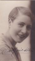 DORA MENICHELLI, ACTRESS OPERA SINGER. AUTOGRAPHE. CIRCA 1928 SIZE 9x14cm- BLEUP - Autographs