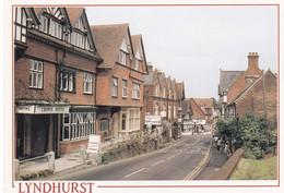 Postcard Lyndhurst Hampshire Crown Hotel On Left My Ref  B23233 - England