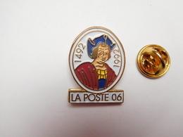 Superbe Pin's , La Poste 06 , Alpes Maritimes - Mail Services