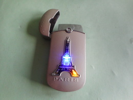 BRIQUET Lumineux LIGHTER Feuerzeug ENCENDEDOR ACCENDINO AANSTEKER 打火机 Léttari Ljusare ライター αναπτήρας Sytytin ////// - Lighters