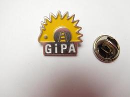 Beau Pin's , Auto , GiPA Automotive , Groupement Inter Professionnel De L'Automobile , Hérisson - Badges