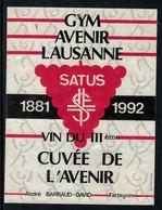 Rare // Etiquette De Vin // Gymnastique // Tartegnin, GYM Avenir Lausanne Satus Vin Du 111ème - Etiquettes