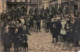 C.P.A. 75 Paris. La Rue Rouho Pendant Les Grèves .(en L'état) - Francia