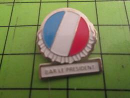 1012a Pin's Pins /  Belle Qualité Et Rare / THEME BOISSONS : BAR LE PRESIDENT DRAPEAU TRICOLORE - Beverages