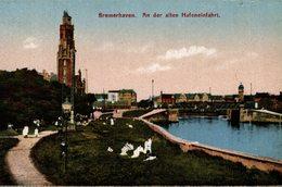 BREMERHAVEN   AN DER ALTEN HAFENEINFAHRT - Bremerhaven