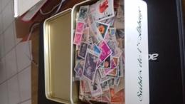 Vrac De Plus De 5700 Timbres Du Monde - Stamps