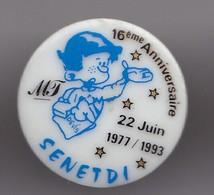Pin's En Porcelaine Thosca Limoges  16 ème Anniversaire 22 Juin 1977/1993 Senetdi Réf 7631JL - Pins