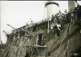 Men Crowd Waving Leaving On Liner D�part Ferry Passagers Branger Old Photo 1910 - Boats