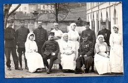 Carte Photo -- Soldats Blessés Et Médecins - War 1914-18