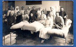 Carte Photo -- Soldats Blessés Et Médecins - Guerre 1914-18
