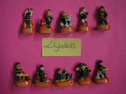 Serie Complète De 10 Fèves En Porcelaine - LES POMPIERS HUMORISTIQUES - 2012 ( Feve Miniature Rare ) - Personnages